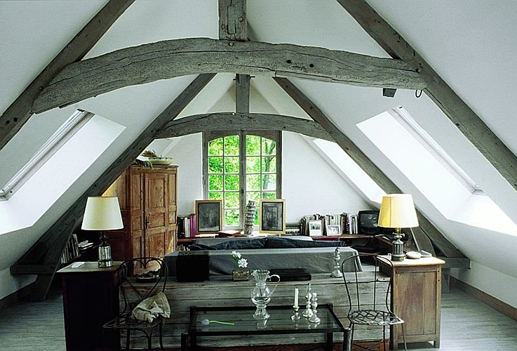 French-Country-Style-Attic-Interior-Decorating-Idea